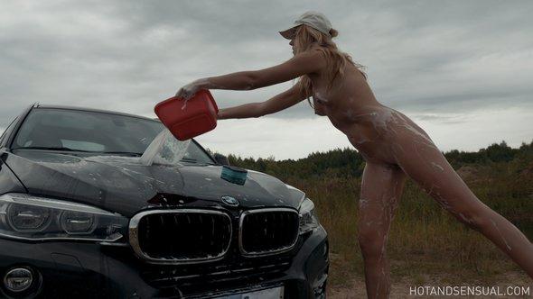 Hot wet vagina in car wash porn video